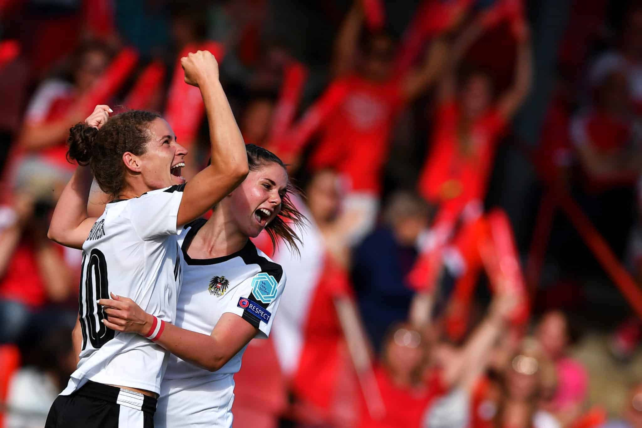 Englische Premier League feiert Comeback auf Sky